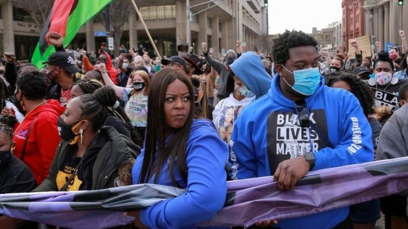 Breonna Taylor: Inquiry launched into Louisville Police Department