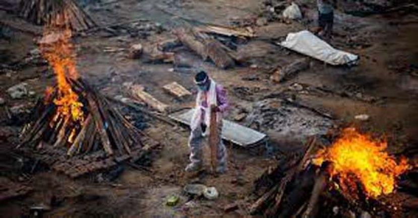 印度连6天确诊破30万 大量遗体排长龙等烧