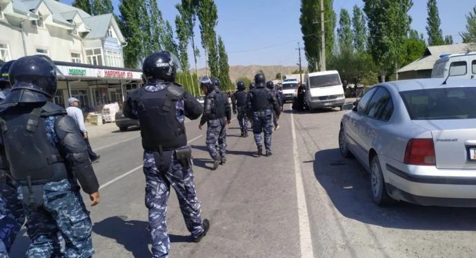 安装摄像头酿冲突 中亚两国边境交战