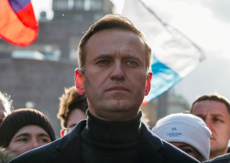Kremlin critic Navalny defiant but gaunt after ending hunger strike