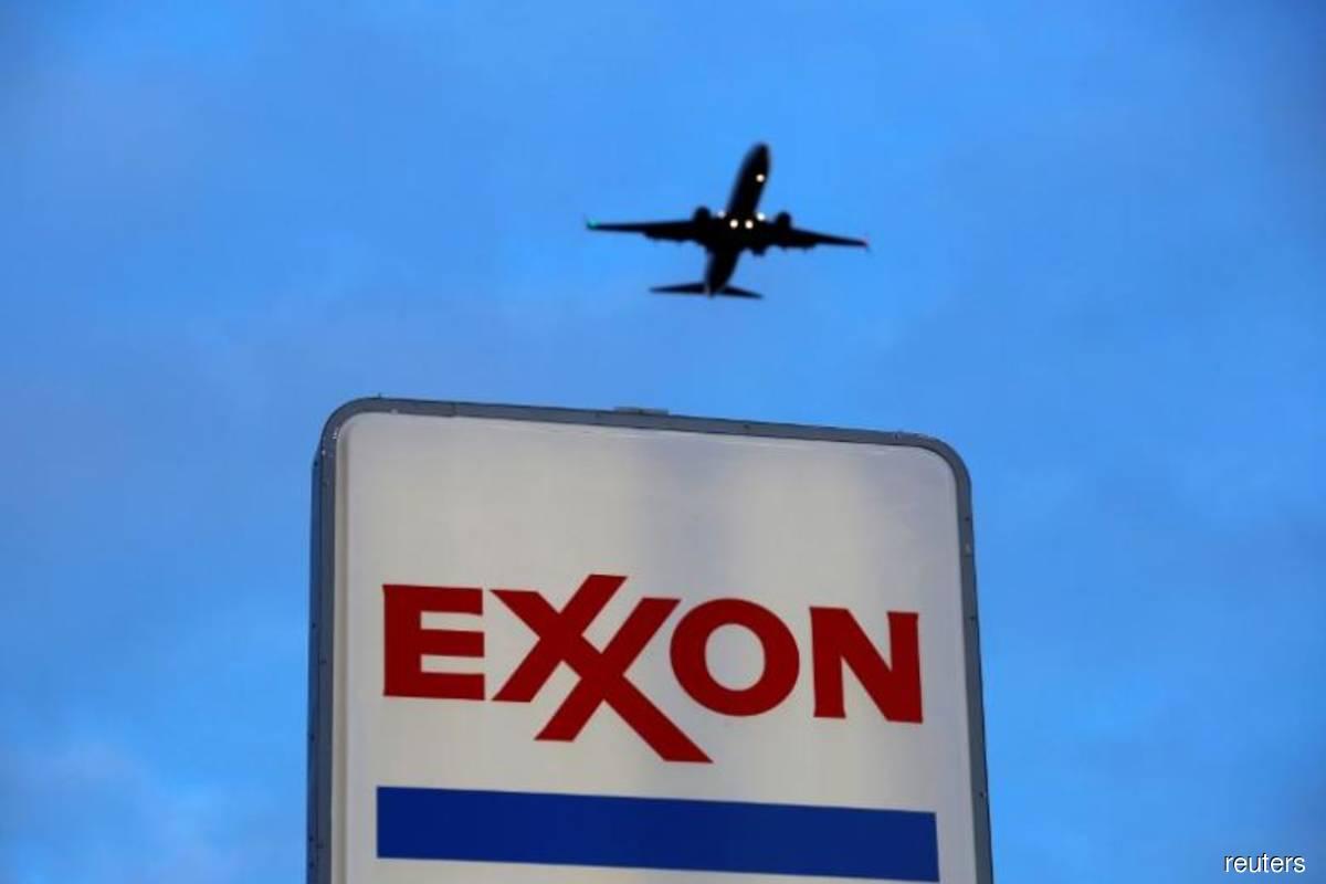 Exxon set to lock out union employees at Texas oil refinery