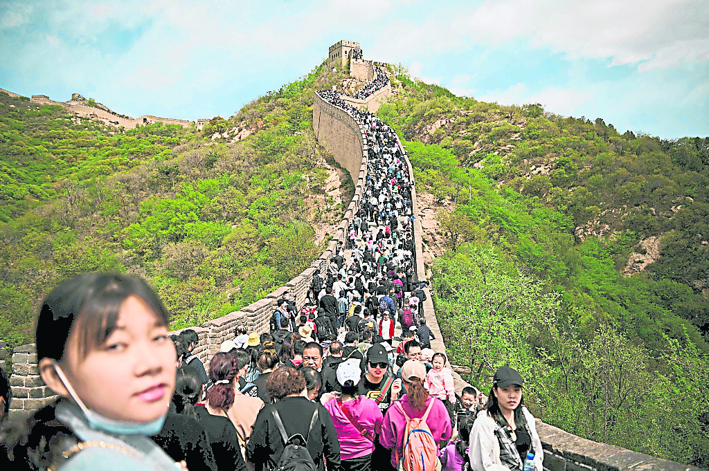 中国五一长假 游客逼满各景区