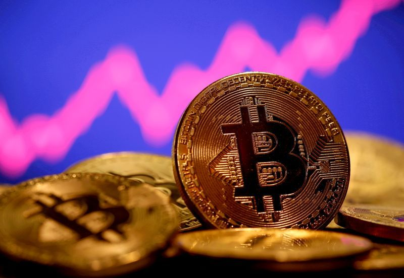Bitcoin falls 5.2% to $33,849, Ether down 6.3%