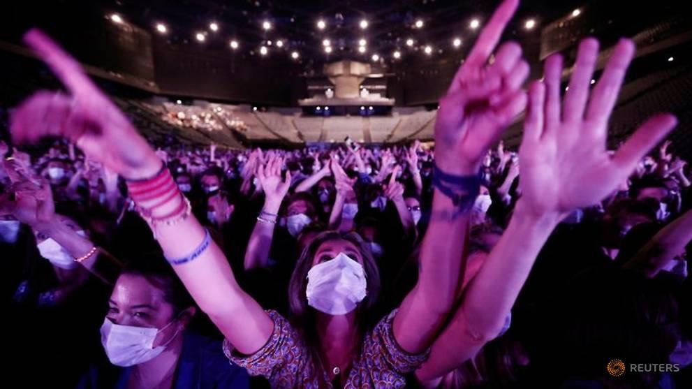 Paris venue hosts indoor rock concert - with masks and virus tests