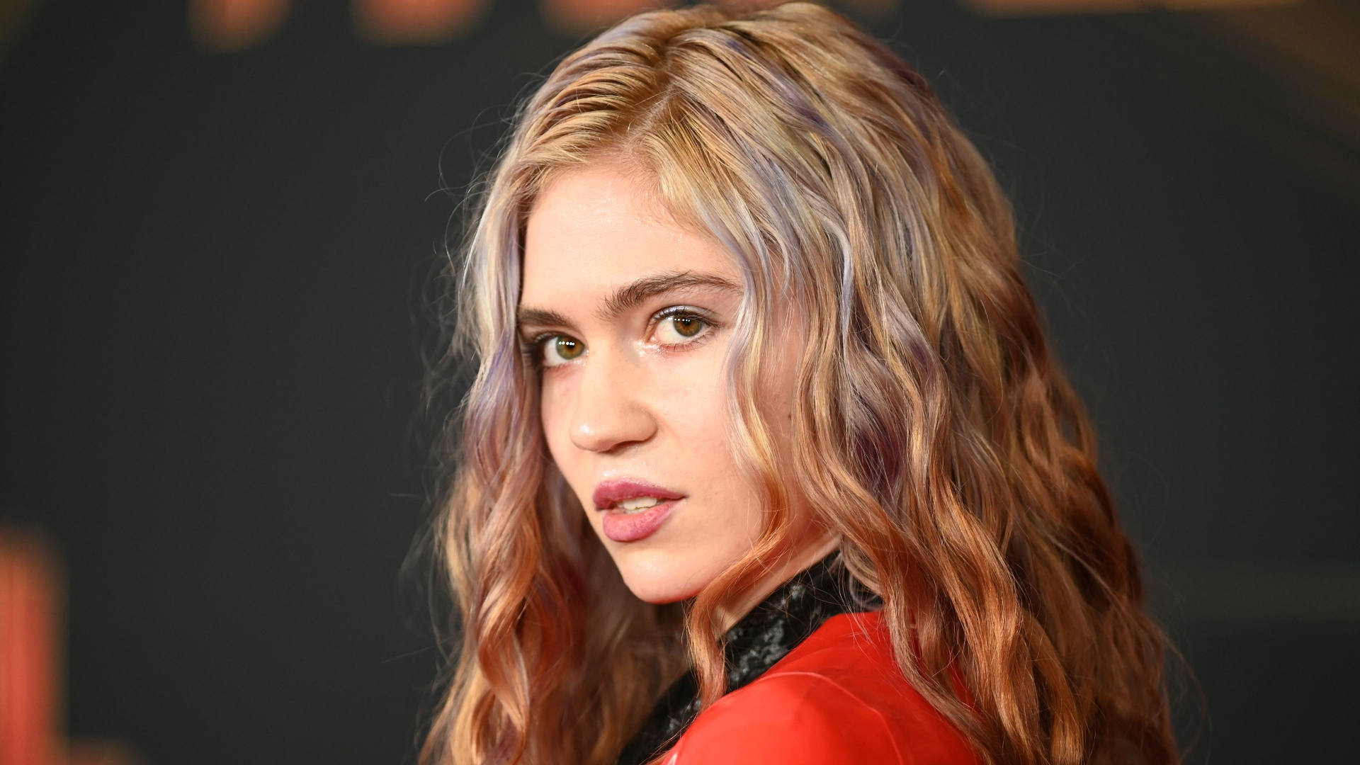Grimes Says AI Is 'Fastest Path to Communism' and People Aren't Sure What to Think