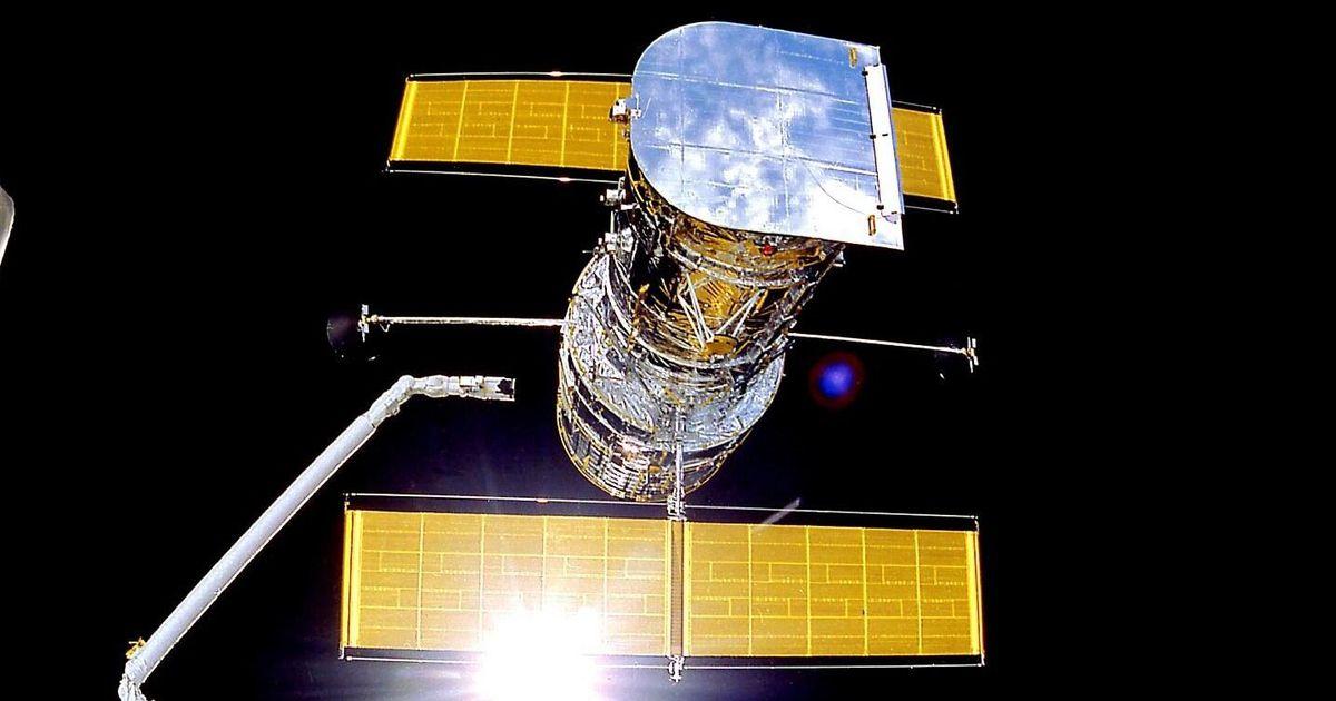 Computer glitch sends NASA Hubble Space Telescope into safe mode