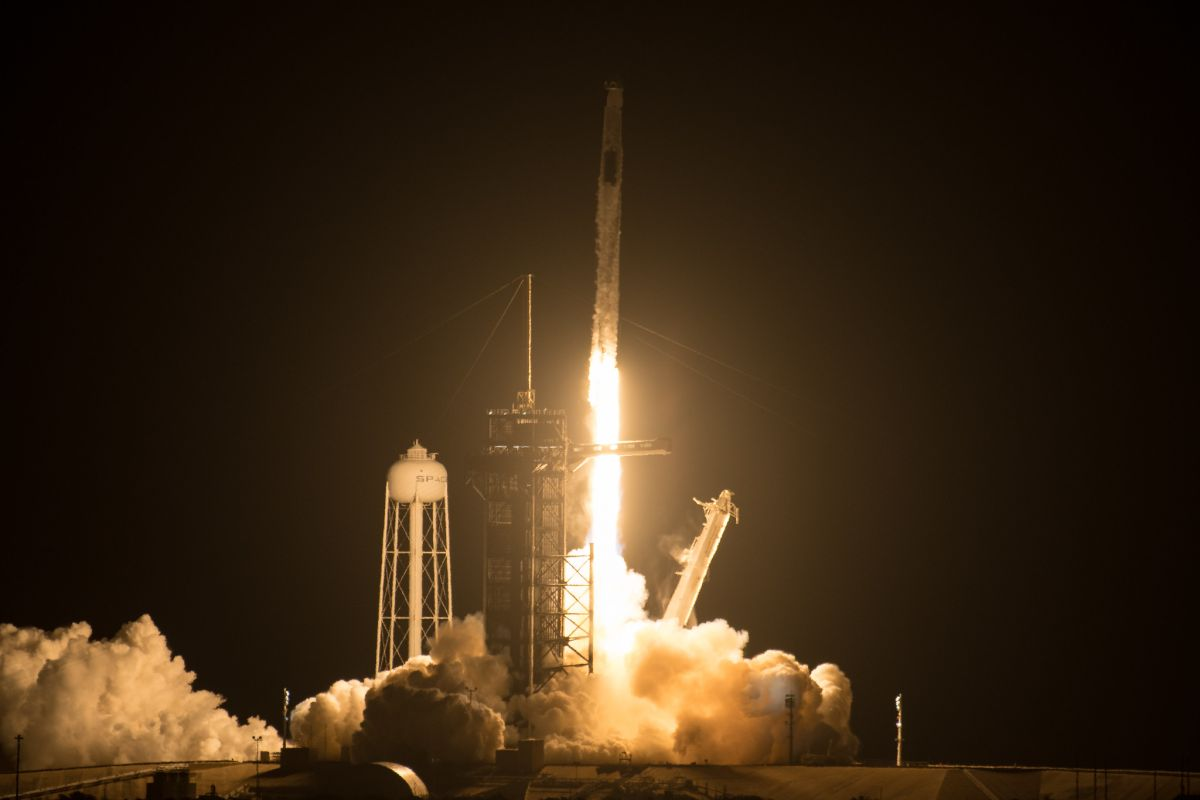 SpaceX's next astronaut launch for NASA delayed a week by 'visiting traffic' at space station