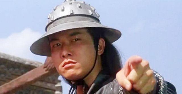 恭喜!钱小豪30岁儿子庞景峰出道6年首演男一,老爸演配角当陪衬