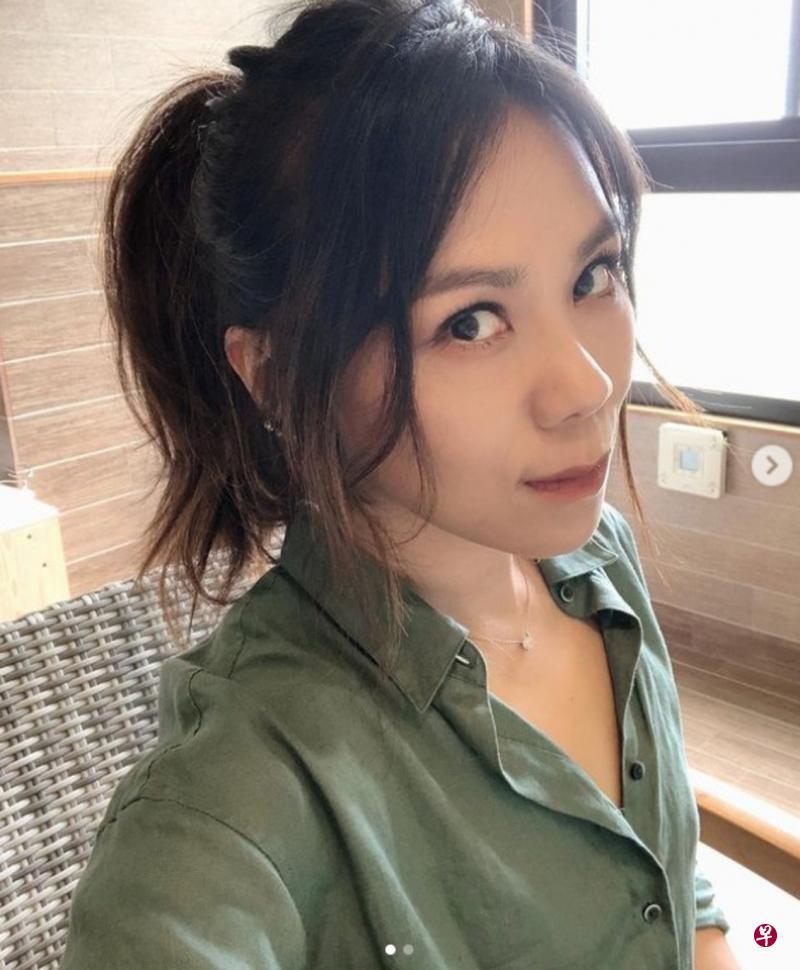 """蔡健雅秀刀工 练习到""""手指抽筋眼花花"""""""