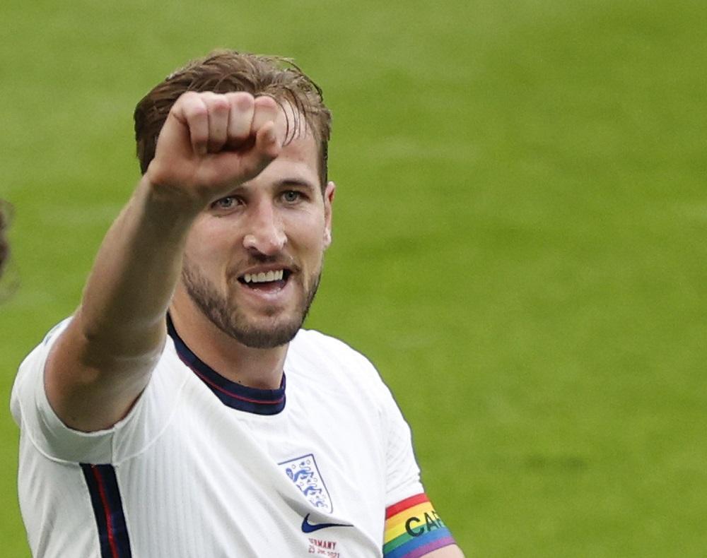 Kane's future hangs over Tottenham and Man City ahead of season opener
