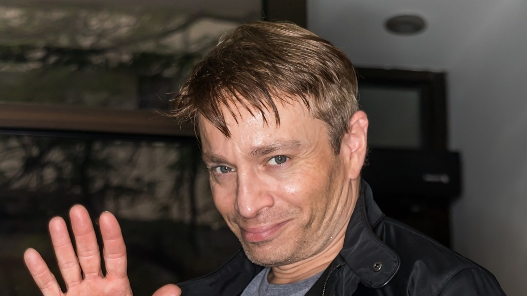 Former 'SNL' Star Chris Kattan Was Removed From A Flight For Refusing To Wear A Mask After Exhibiting Some Bizarre Behavior
