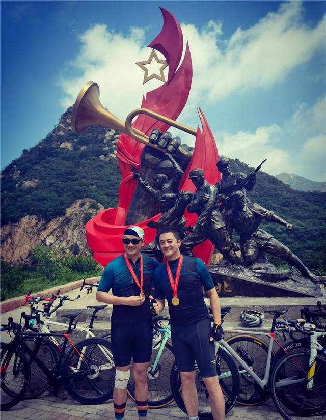 有心了!李亚鹏和女友骑行100公里 庆建党一百周年