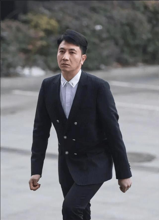 林生斌发文与亡妻家人开撕,称新婚妻子是小乐,网友提出诸多质疑