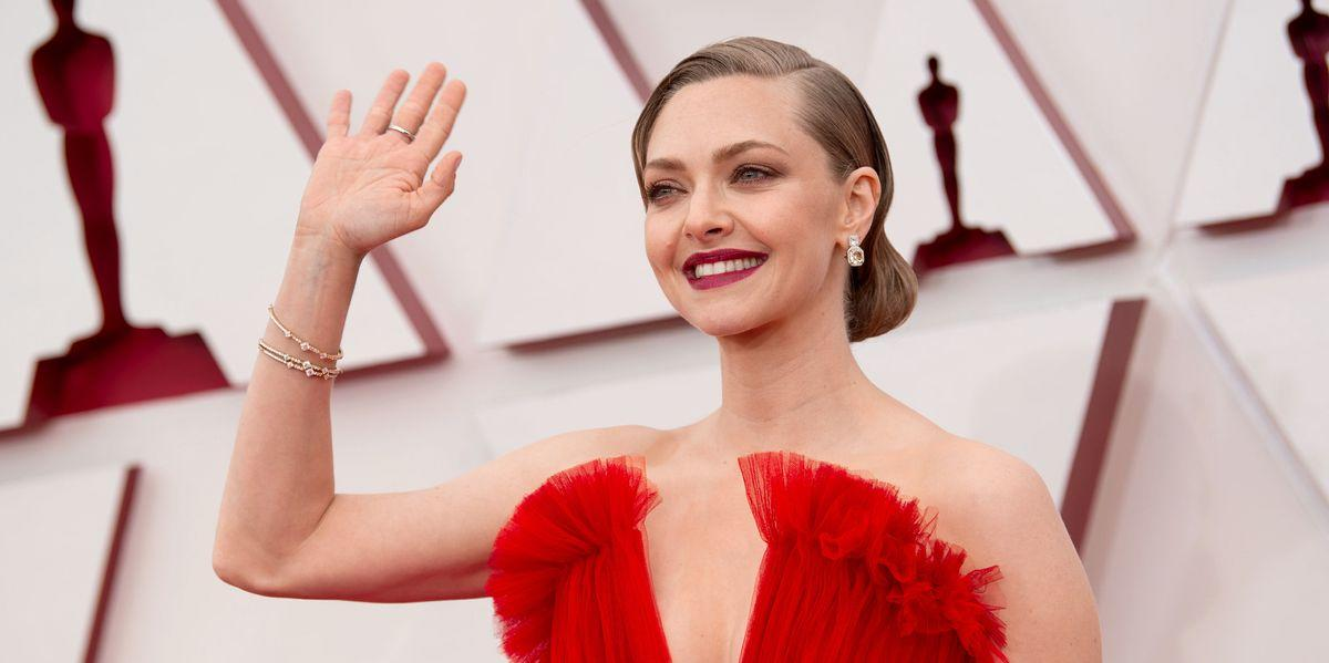 Amanda seyfried shares old photo from 'mean girls' days — and It's not even Oct. 3