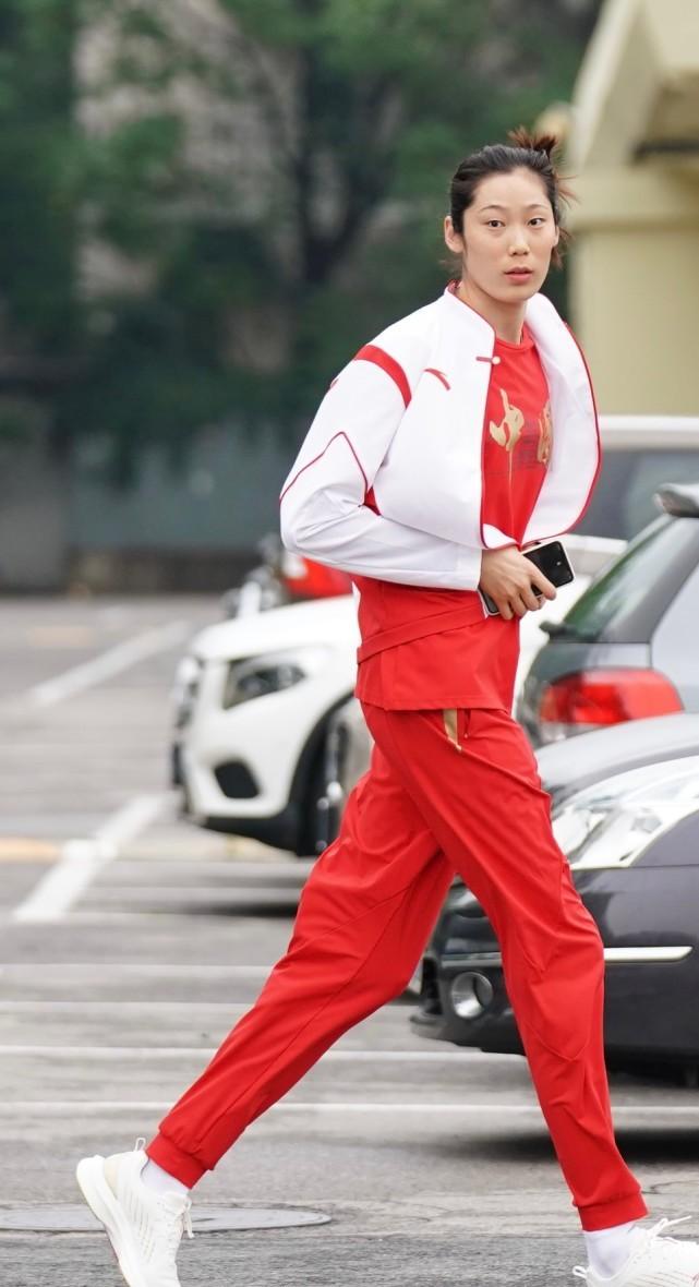 原创 太霸气!60岁郎平面对央视信心十足好年轻,朱婷成中国第一女旗手