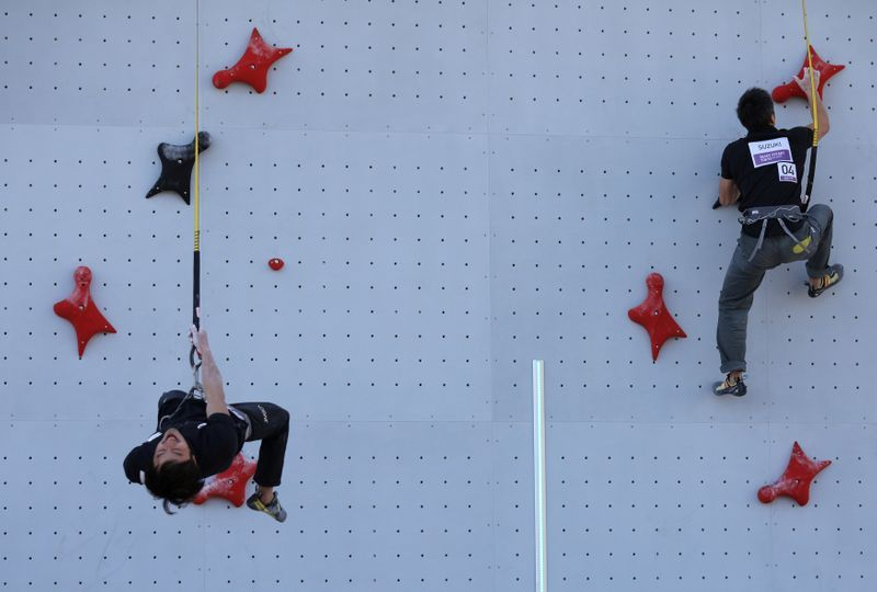 Olympics-Climbing-Men begin Olympic summit attempt in sport's Games debut