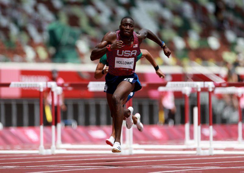 Olympics-Athletics-World champion Holloway reaches 110m hurdles final