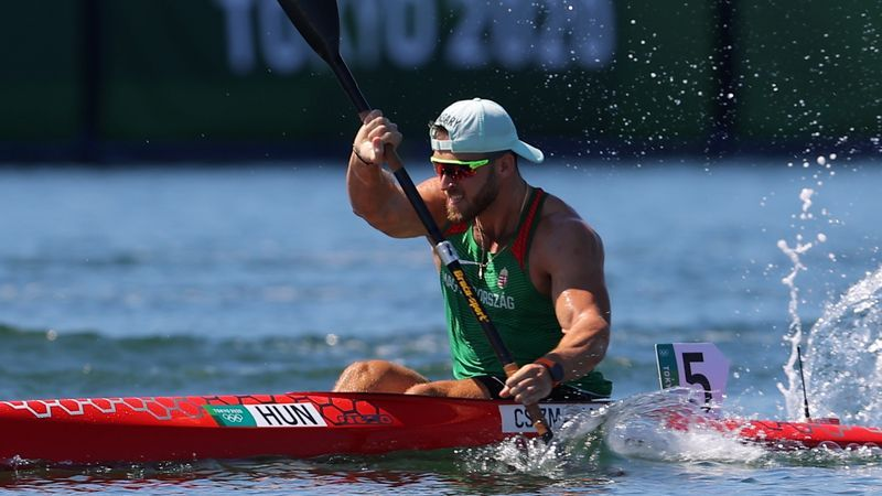 Olympics-Canoe sprint-Hungary's Csizmadia, Briton Heath ease into final