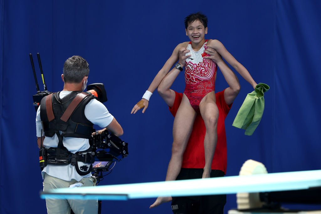 14-Year-old China diver wins olympic gold, competes to pay Mum's medical bills