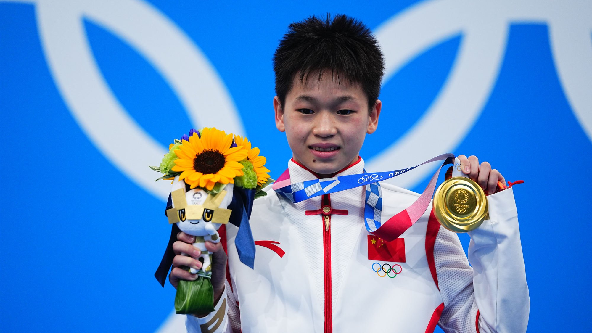 Diving gold medalist from China offered a flat & $41,000, father turns them down