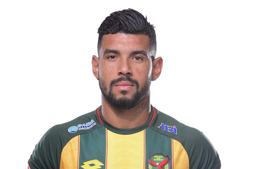 Alves: Not fair for fans to target my family