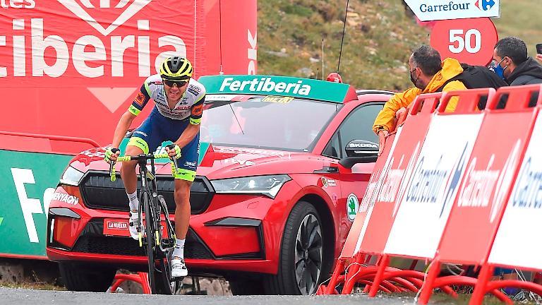 Taaramae climbs to take overall Vuelta lead