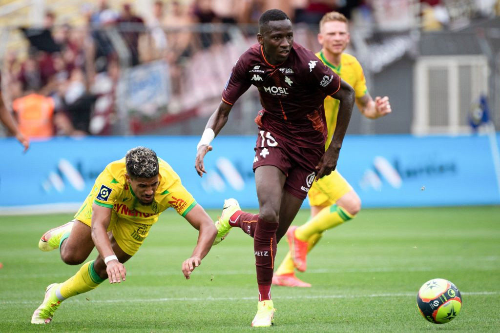 Manchester United and Chelsea eye moves for Metz teenager Pape Matar Sarr