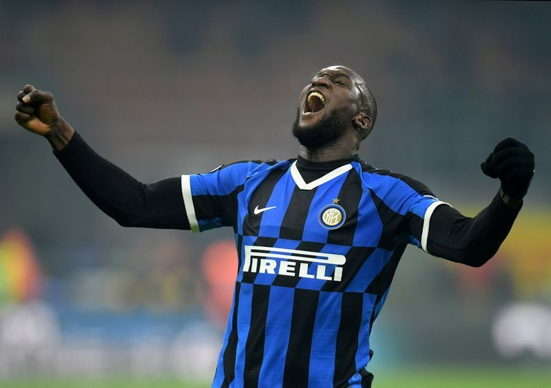 Soccer-Hungry Lukaku 'fit and ready' to face Arsenal