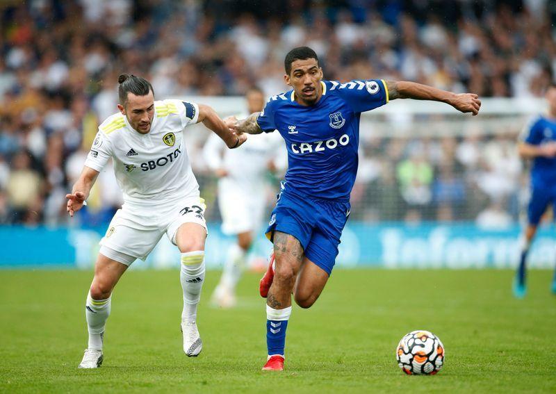 Soccer-Raphinha rocket earns Leeds 2-2 home draw against Everton