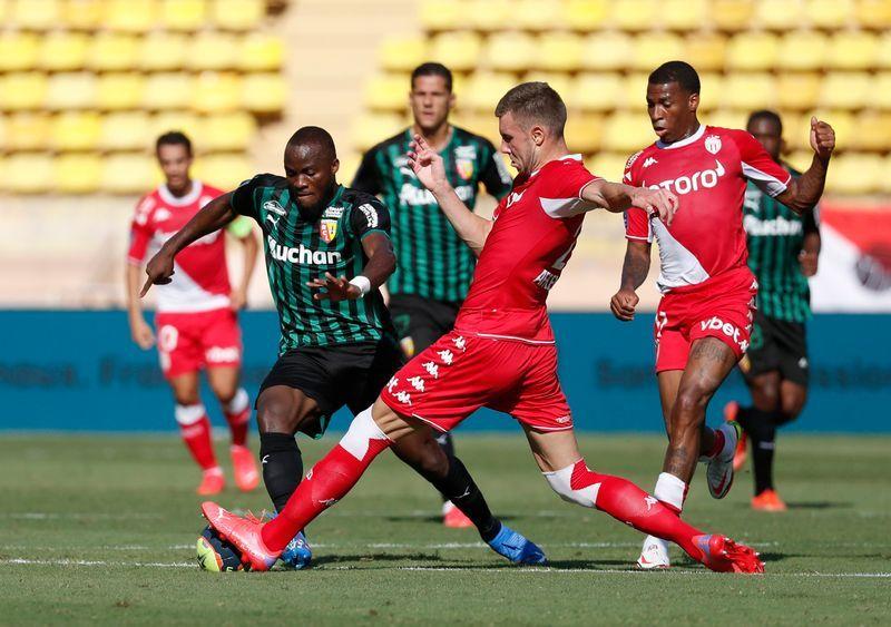 Soccer-Lens sink Monaco to pile pressure on Kovac