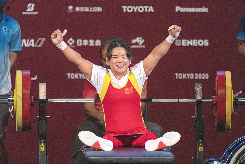 Debutant Lingling breaks world record en route to gold