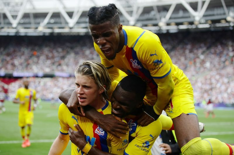 Soccer-Pacesetters West Ham held to 2-2 home draw by Palace