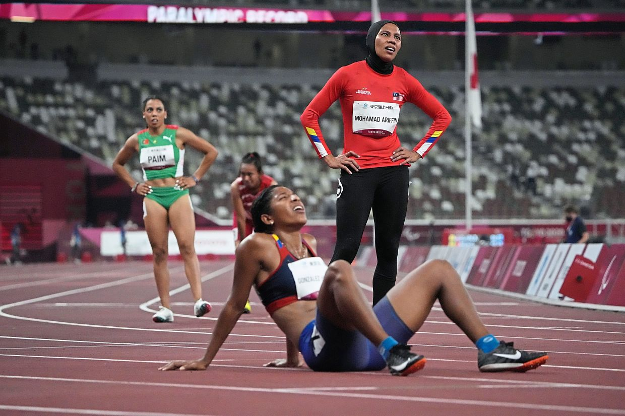 Siti stays in tune for swan-song medal
