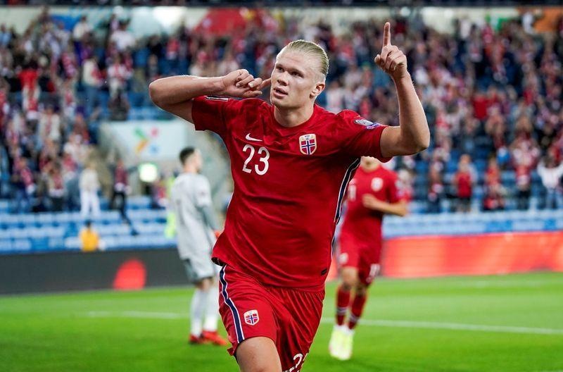Soccer-Dutch draw with Norway in meek start under new coach Van Gaal