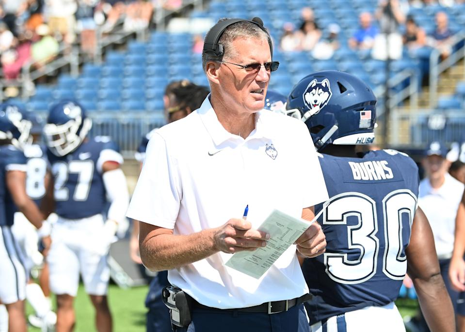 UConn coach Randy Edsall to step aside immediately after 0-2 start, plan to finish season