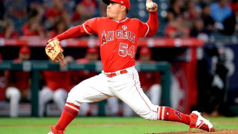 Angels fend off Astros for 4-2 win