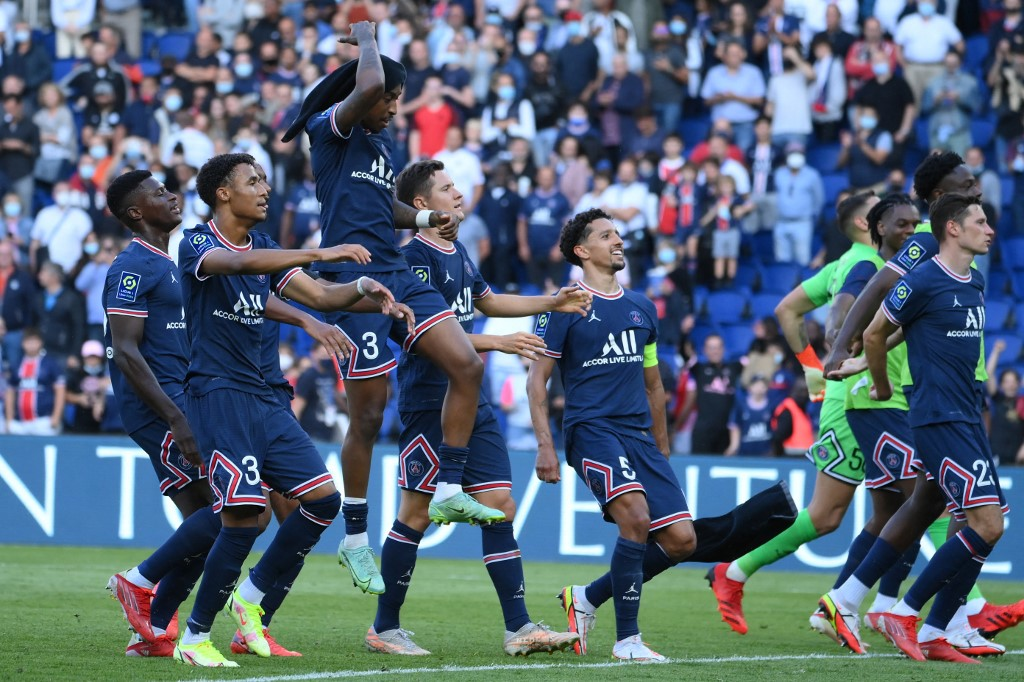 Herrera double helps PSG stay perfect in Ligue 1