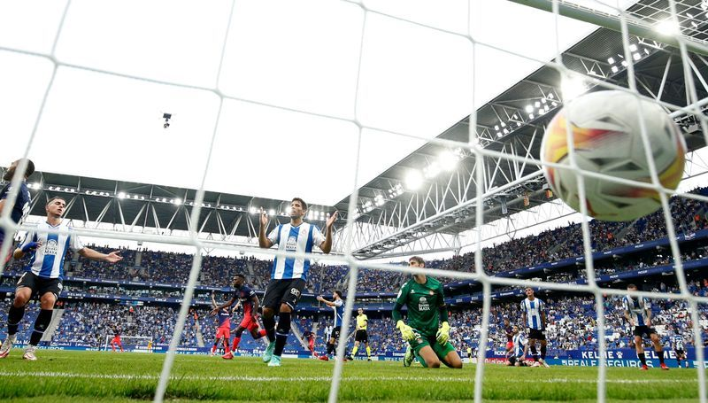 Soccer-Lemar hits dramatic 99th minute winner for Atletico