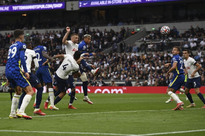 Football: Chelsea outclass Spurs as stars pay tribute to Greaves
