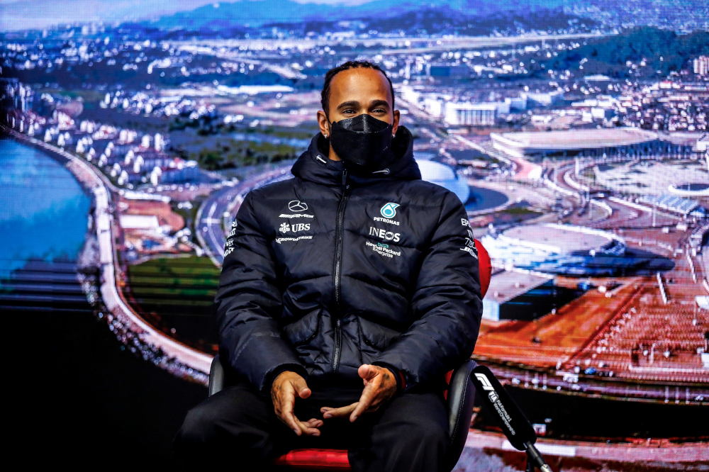 Verstappen will not admit to feeling the pressure, says Hamilton