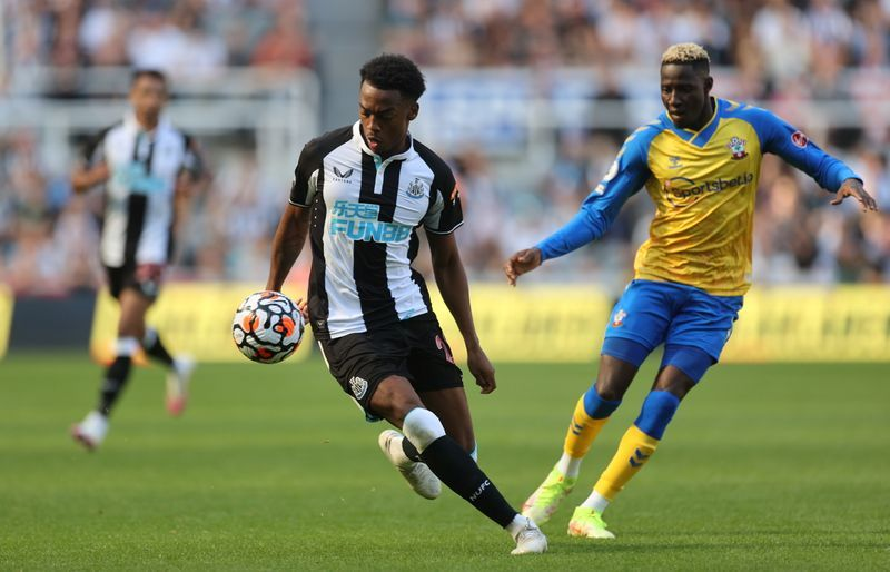 Soccer - Willock, Lascelles add to Newcastle injury woes